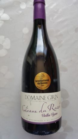 Photo d'une bouteille de Domaine Girin Beaujolais